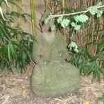 Statue mit Blatt